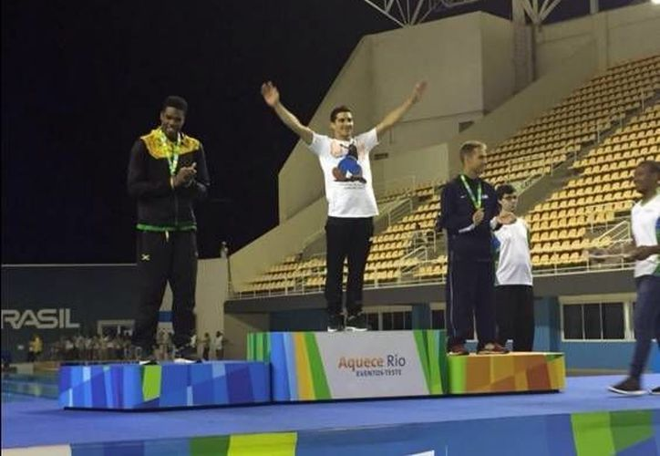 Este lunes el clavadista yucateco, Rommel Pacheco (blanco), se colgó la medalla de oro en el Mundial de Clavados de Río en la categoría del trampolín de tres metros. (Twitter: @Maurik89