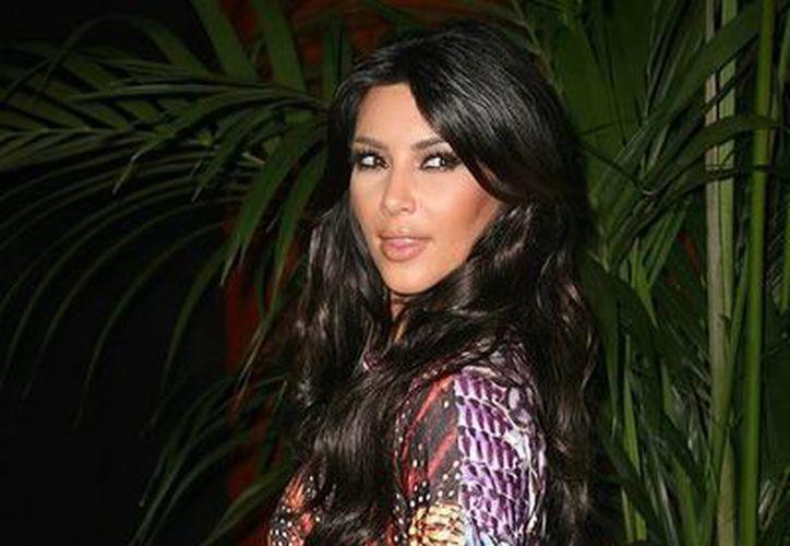 Kim Kardashian es conocida por sus curvas capaces de acelerar el ritmo cardíaco de sus admiradores. (marcianos.com.mx)