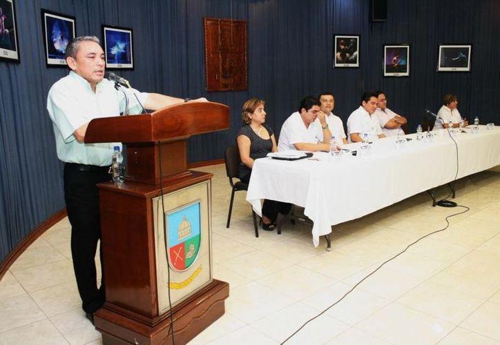 Autoridades del Cedem capacitan a presidentes municipales de 11 ayuntamientos en Umán. (Milenio Novedades)