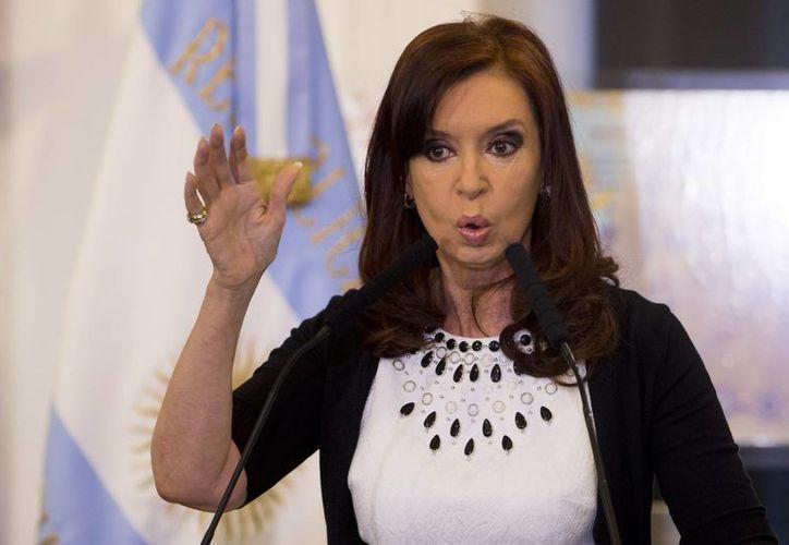 La presidenta Cristina Fernández consideró que la decisión del juez Thomas Griesa de declarar a Argentina en desacato es violatoria del derecho internacional. (Imagen de archivo/AP)