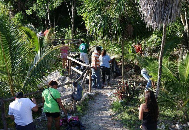 Los participantes lograron retirar en la zona casi una tonelada de materiales de desecho. (Cortesía/SIPSE)