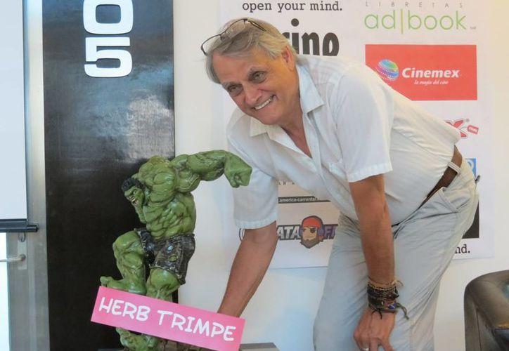 El ilustrador afirmó que de los personajes de su creación, el favorito es Hulk, porque con el trabajó muchos años y lo considera completo. (Carlos Cajero/SIPSE)
