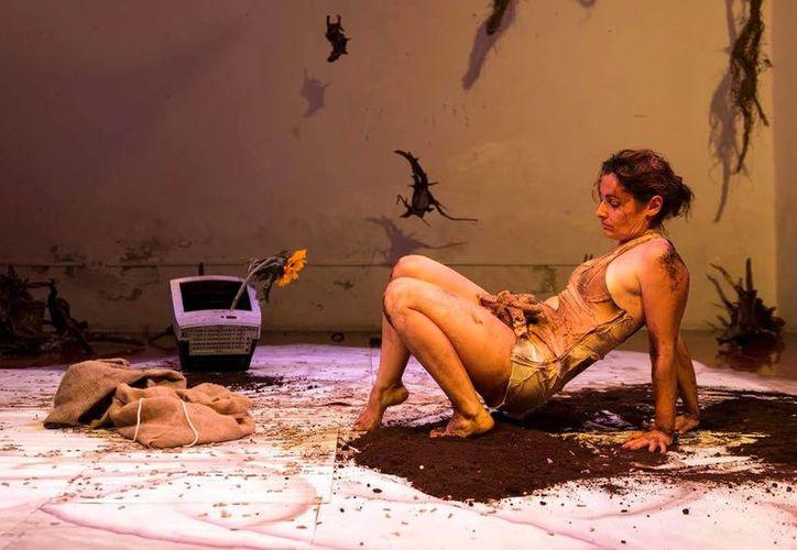 La puesta en escena <i> Mi sol quemadura</i>, narra vivencias de la actriz Rebeka R. Guerrero. (SIPSE)