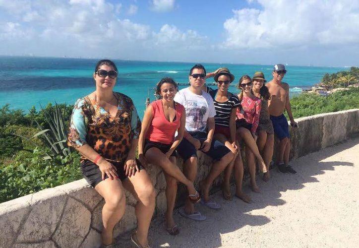 El equipo de grabación de Em Alta grabo en diferentes sitios turísticos de Cancún e Isla Mujeres. (Redacción/SIPSE)