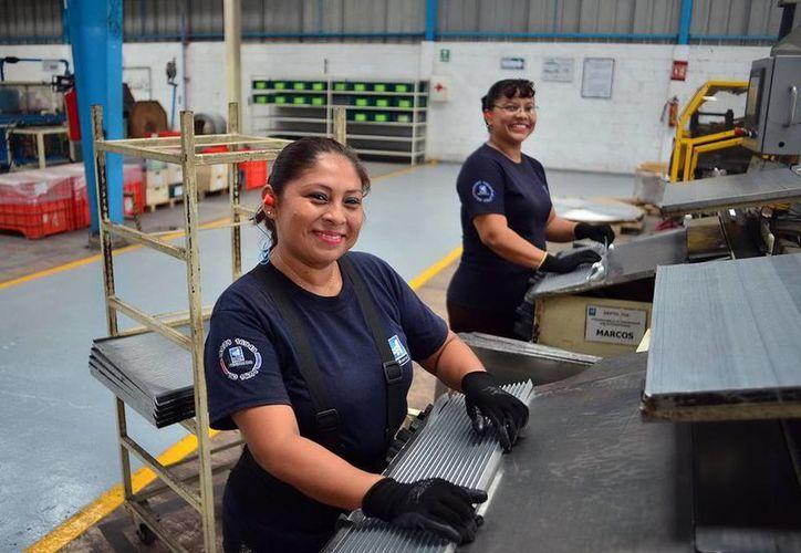 Según la Encuesta Nacional de Ocupación y Empleo, en Yucatán el 63.9 % de las mujeres son trabajadoras subordinadas y remuneradas. (Luis Pérez/SIPSE)