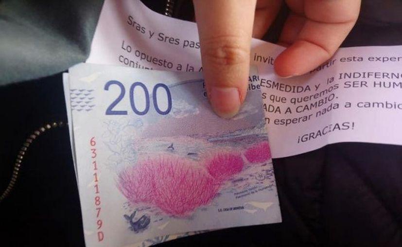 La actitud de este argentino sorprendió a todos los pasajeros del tren. (Facebook)