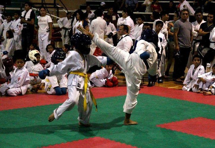 Escuelas de Tabasco, Veracruz, Campeche y Yucatán participan en el evento de karate. (Milenio Novedades)