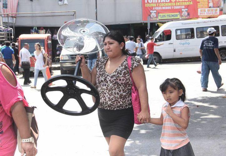 Los ventiladores se han convertido en un artículo con mucha demanda en Mérida. (SIPSE)
