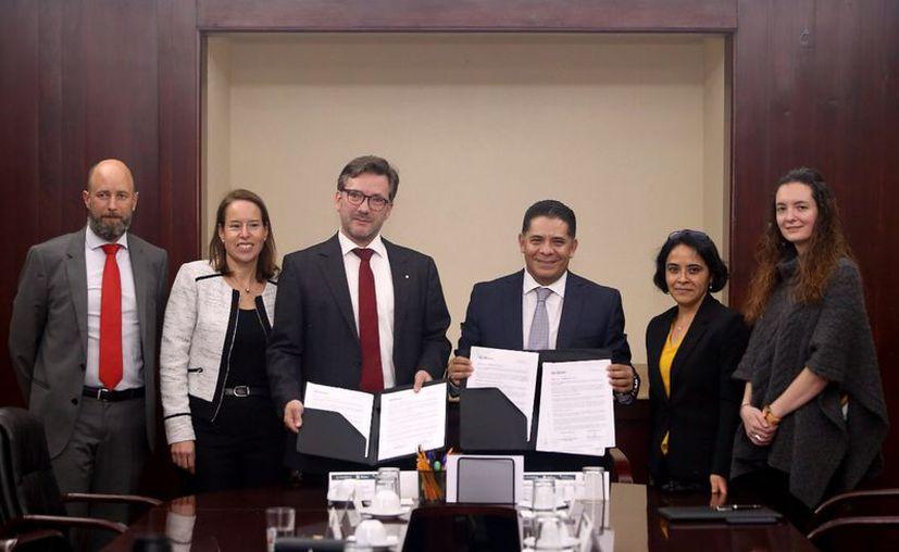 Las acciones y programas que desarrollarán ambas instituciones beneficiarán a la inclusión y educación financiera de la población mexicana, en pro de su bienestar económico.