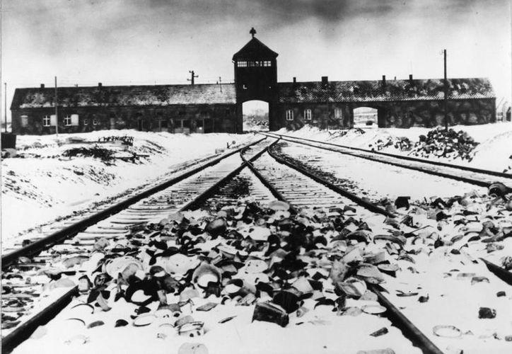 Esta foto tomada en 1941 muestra la entrada al campo de concentración de Auschwitz-Birkenau en Polonia. (Agencias)
