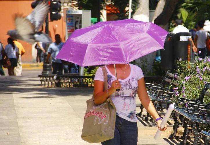 Los efectos del mal tiempo pueden comenzar a sentirse el viernes; por ahora, el calor prevalecerá en la Península. (Christian Ayala/SIPSE)