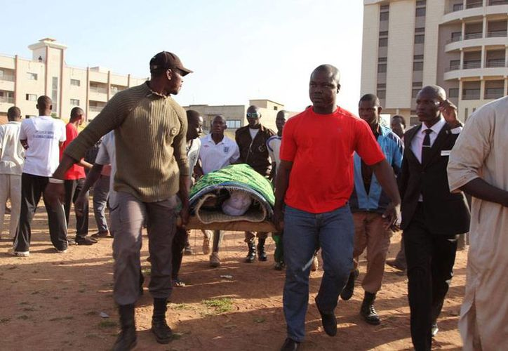 Una ataque a una base de la ONU, en Mali, dejó saldo de tres muertos y 20 heridos, algunos de ellos de gravedad. La imagen no corresponde al hecho, sino al atentado en un hotel de ese país, hace unos días, y está utilizada como contexto. (Archivo/AP)