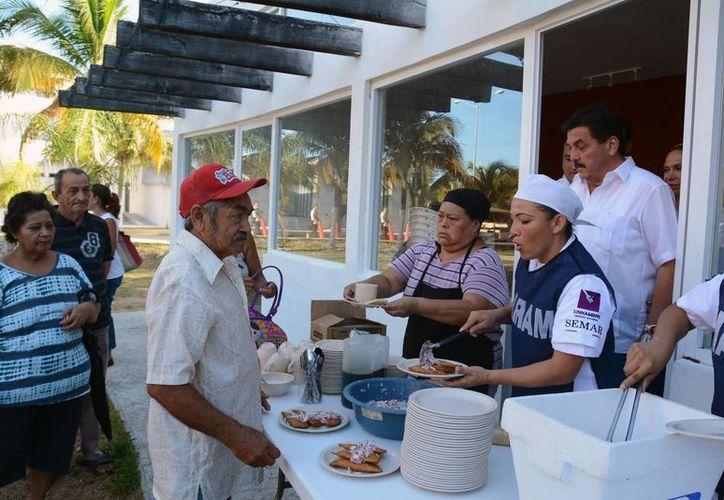 Los adultos mayores recibirán los alimentos en la cercanía de su hogar. (Redacción/SIPSE)