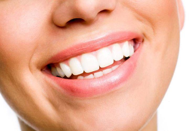 La sonrisa suele tomarse con un signo de felicidad, sin embargo, un estudio reciente reveló que esta emoción se percibe en todo el cuerpo. (vivirsalud.imujer.com)