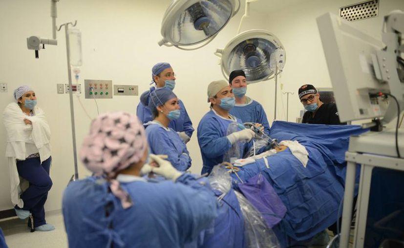 Dos casos de trasplante de brazo realizados en México colocan al país como uno de los 19 en donde se ha podido hacer. (Milenio Novedades)