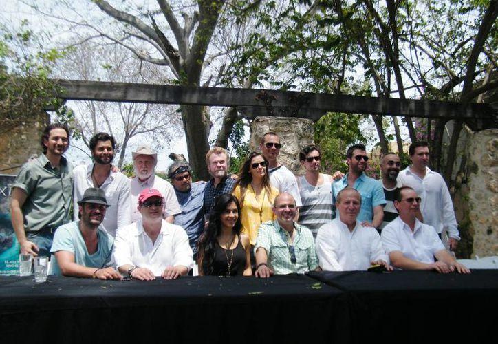 Foto del recuerdo, en el inicio de la filmación de Xibalbá. (Cecilia Ricárdez/SIPSE)