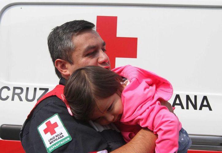 El donativo será destinado para la compra de dos ambulancias al servicio de la benemérita institución. (Archivo/Notimex)