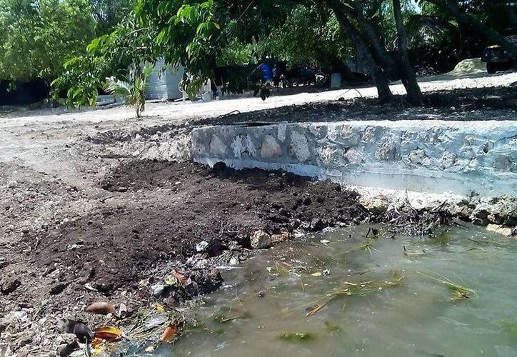 Una parte de la Laguna de los Siete Colores en Bacalar fue rellenada con tierra, con autorización de la Semarnat. (Javier Ortiz/SIPSE)