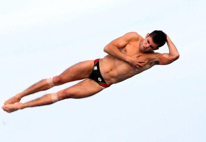 Iván García estuvo al acecho del primer lugar en la final de plataforma de 10 metros, pero se quedó con la plata. (Notimex)
