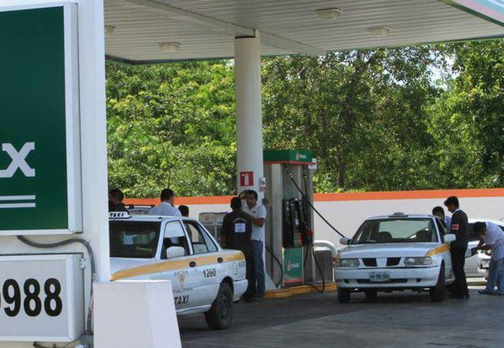 A partir de este fin de semana la gasolina que se vende en el paraíso fiscal de Belice es más barata. (Ángel Castilla/SIPSE)
