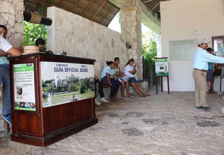 Los guías de turistas de Tulum recibirán un curso de actualización impartido por especialistas del INAH. (Sara Cauich/SIPSE)