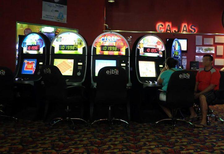 Según la Encuesta Estatal de Adicciones 2014, en Yucatán poco más del 3.2% de la población acude habitualmente a los casinos y, el 1.8% se refiere como ludópata.  (Milenio Novedades)