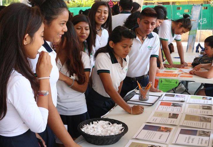 El jueves se realizó la jornada juvenil del empleo en Playa del Carmen. (Adrián Barreto/SIPSE)