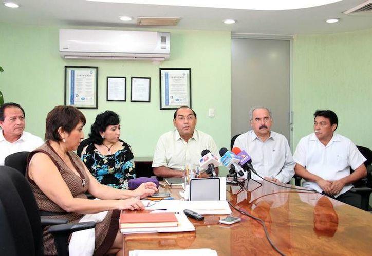 El titular de la Segey, Raúl Godoy, manifiesta que la consulta es abierta. (Milenio Novedades)