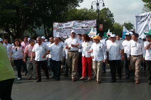 """""""Desfile"""" de trabajadores en Mérida"""