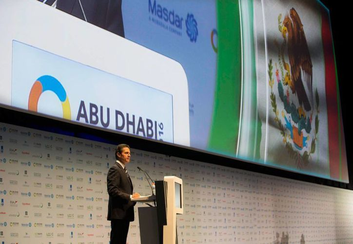 Imagen de Enrique Peña Nieto, durante su participación en la Cumbre Mundial de Energía del Futuro 2016 en Abu Dhabi, Emiratos Árabes Unidos. Aseguró que México está decidido a transitar a combustibles menos contaminantes. (Presidencia.gob.mx)