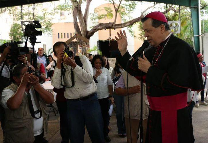 El Arzobispo de Yucatán, Monseñor Gustavo Rodríguez Vega, presidió anoche la misa de acción de gracias en la Iglesia de Fátima. (José Acosta/SIPSE)