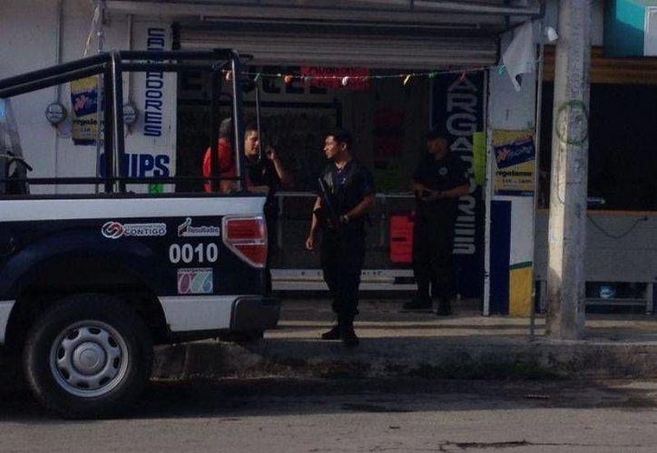 En este local de reparación de teléfonos celulares, en la calle Nápoles esquina con San Salvador, es donde Juan de Dios fue detenido. (Harold Alcocer/SIPSE)