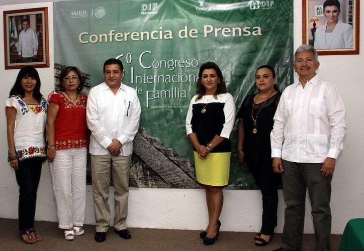 La presidenta del DIF estatal, Sara Blancarte de Zapata, estuvo presente en el acto. (Jorge Acosta/SIPSE)