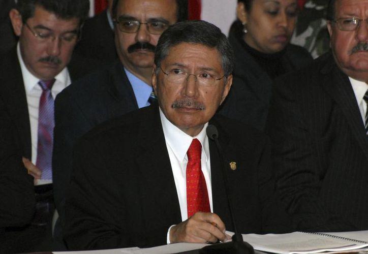 Amadeo Flores alegó motivos personales para abandonar el cargo. (radiover.info)