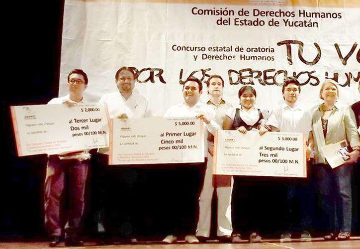 Ganadores del Quinto Concurso de Oratoria 'Tu voz por los Derechos Humanos'. (Cortesía)