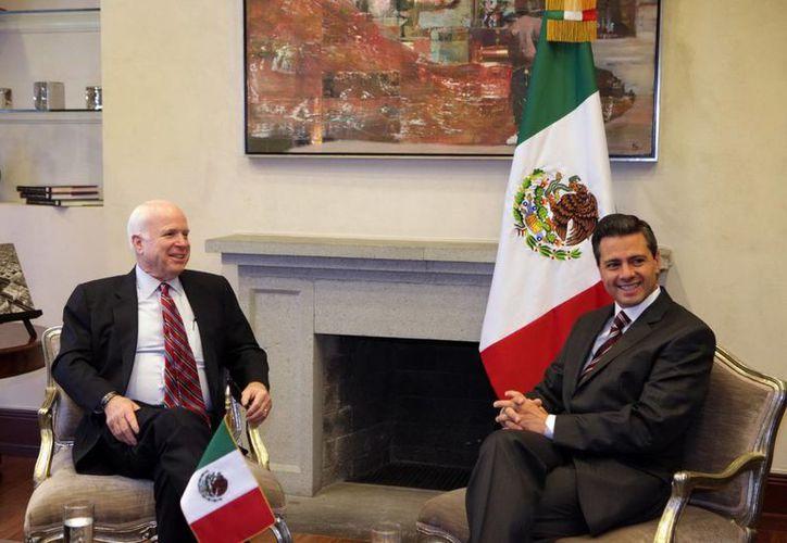 McCain dialoga con Peña Nieto. La reforma migratoria podría concretarse en marzo. (Notimex)