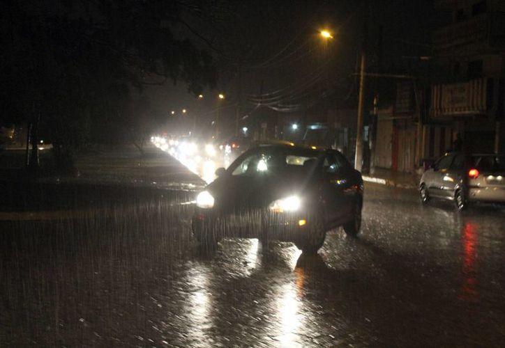 Durante la temporada de lluvias los automóviles presentan daños. (Sergio Orozco/SIPSE)