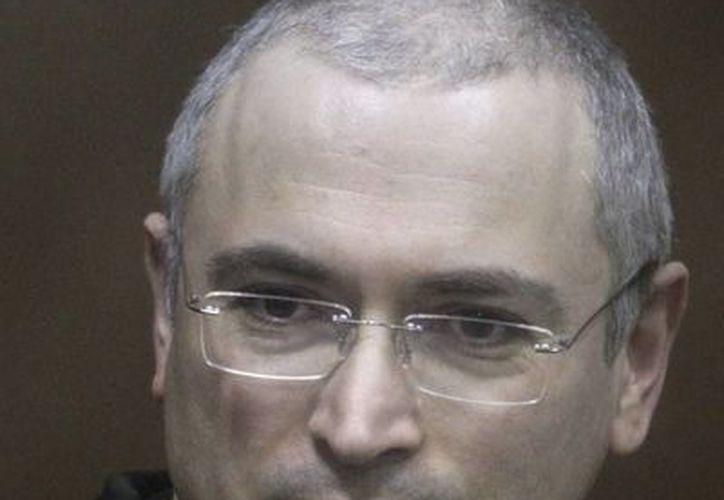 A las 12:20 horas (8:20 GMT) Jodorkovski abandonó la prisión donde cumplía su condena en la república de Karelia. (EFE)