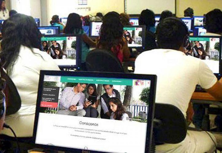 La Prepa en Línea consta de 23 módulos que el estudiante puede cursar desde cualquier lugar con acceso a internet. (Archivo/Agencias)