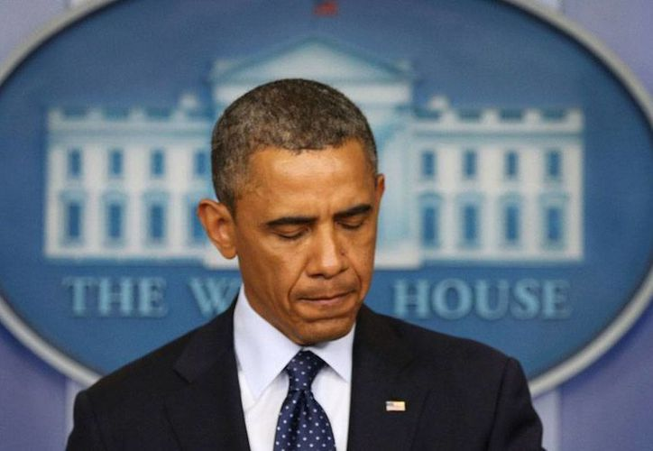 El presidente Barack Obama se siente enjaulado en la Casa Blanca; en las últimas semanas, sus 'escapadas' se incrementaron, lo mismo a comer hamburguesas que a caminar hasta irse caminando hasta un acto público. (Archivo/huffingtonpost.es)