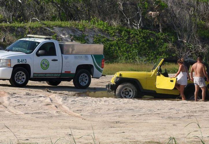Los turistas no tendrán apoyo en caso de sufrir alguna contingencia en las carreteras de la isla. (Gustavo Villegas/SIPSE)