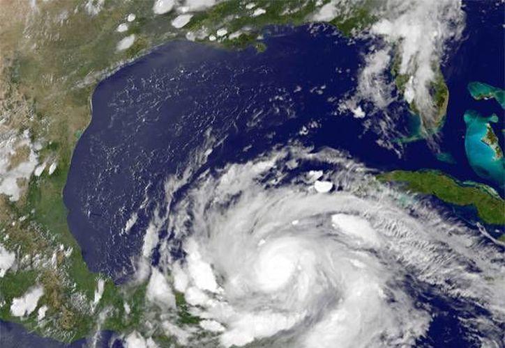 En el Lazo del Golfo de México, que forman la península de Yucatán, la de Florida y Cuba, se ubica una fábrica de vórtices que genera hasta ocho al año. (Archivo/SIPSE)