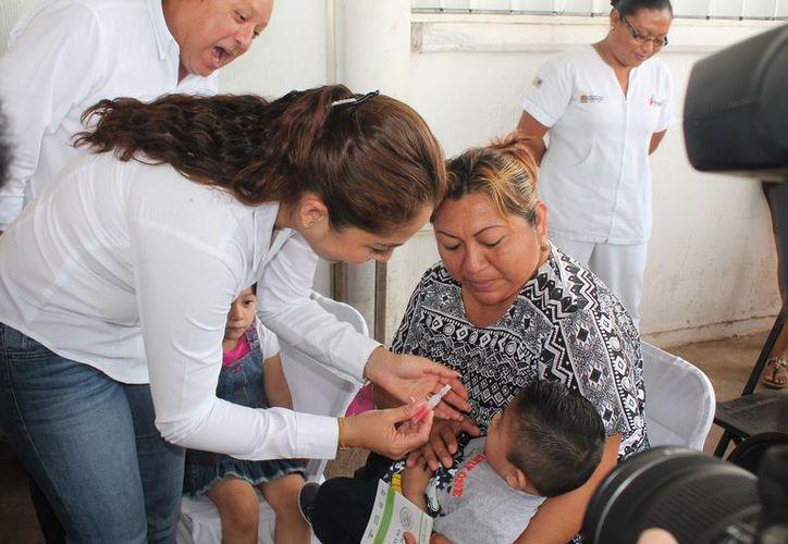 Ayer se aplicó la primera vacuna contra la poliomielitis. (Foto: Redacción)