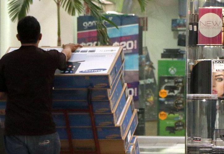 Comercios de Mérida 'se adelantaron' en las ventas de El Buen Fin: artículos como las pantallas planas salieron a la venta con descuentos de hasta 35 por ciento. (José Acosta/SIPSE)