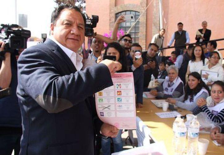 González votó en la casilla 2530, en Metepec. (Milenio)