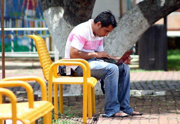 Los jóvenes requieren de las nuevas tecnologías en sus trabajos. (Milenio Novedades)
