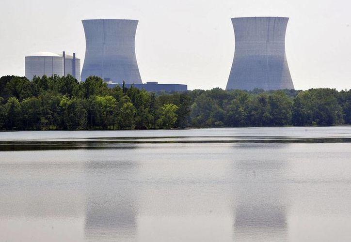 Foto de contexto. La planta nuclear de Takahama, en Fukui, Japón,  suspendió sus operaciones tras la fuga de agua radiactiva. (AP)