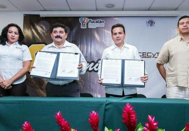 Directivos de ambos organismos firmaron el convenio. (Milenio Novedades)