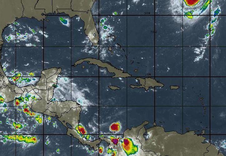 Para hoy se esperan tormentas muy fuertes, la probabilidad de lluvias es del 90%.  (Intellicast)