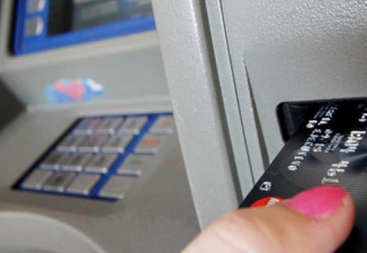 Aseguran que es mejor sacar dinero de los cajeros ubicados en las sucursales o aquellos con cámaras de vigilancia. (Foto de Contexto/Internet)